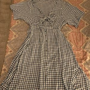 Gingham midi dress with front tie and leg slit